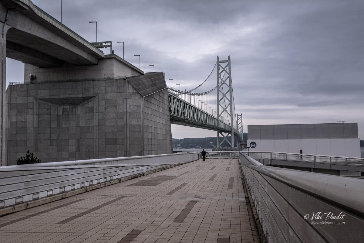 Akashi Kaikyo Bridge at dusk