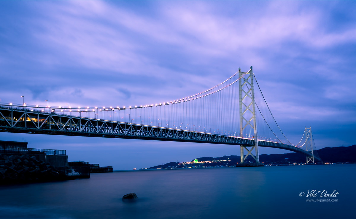 Akashi Kaikyo Bridge at twilight