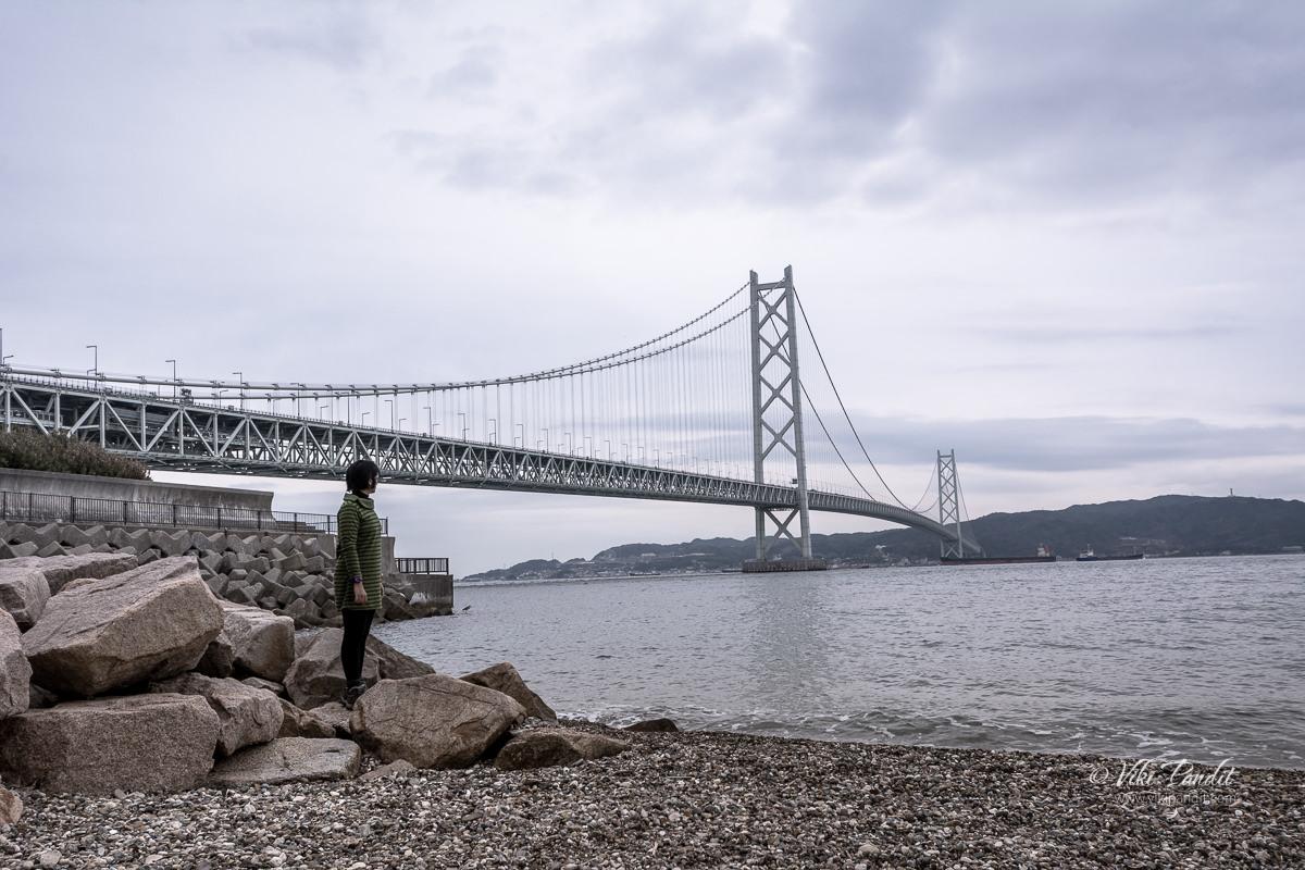 Ranita at Akashi Kaikyo Bridge
