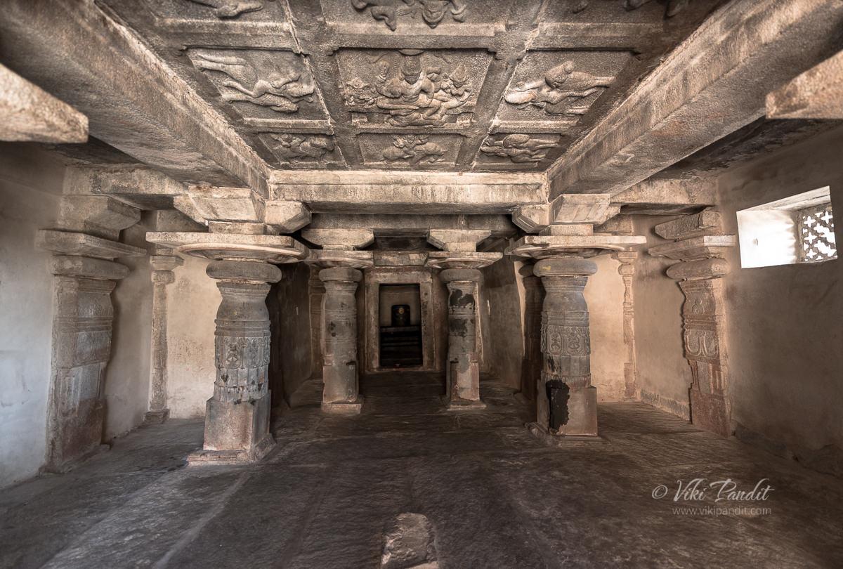 Pillared navaranga hall at Avani