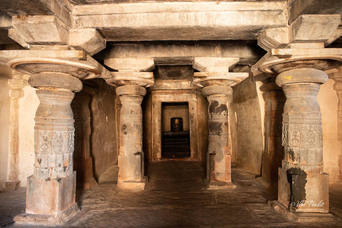 Pillared navaranga hall inside Shatrugneshwara Temple