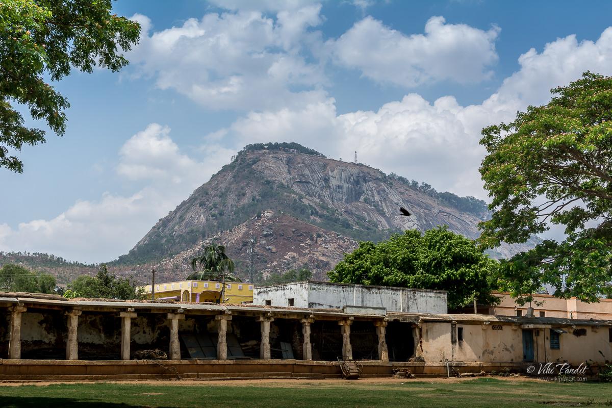 The courtyard of Bhoga Nandishwara Temple