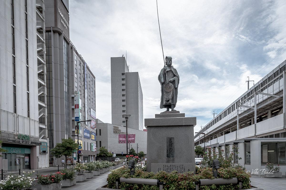 Statue of Izurachojin at JR Fukuyama Station