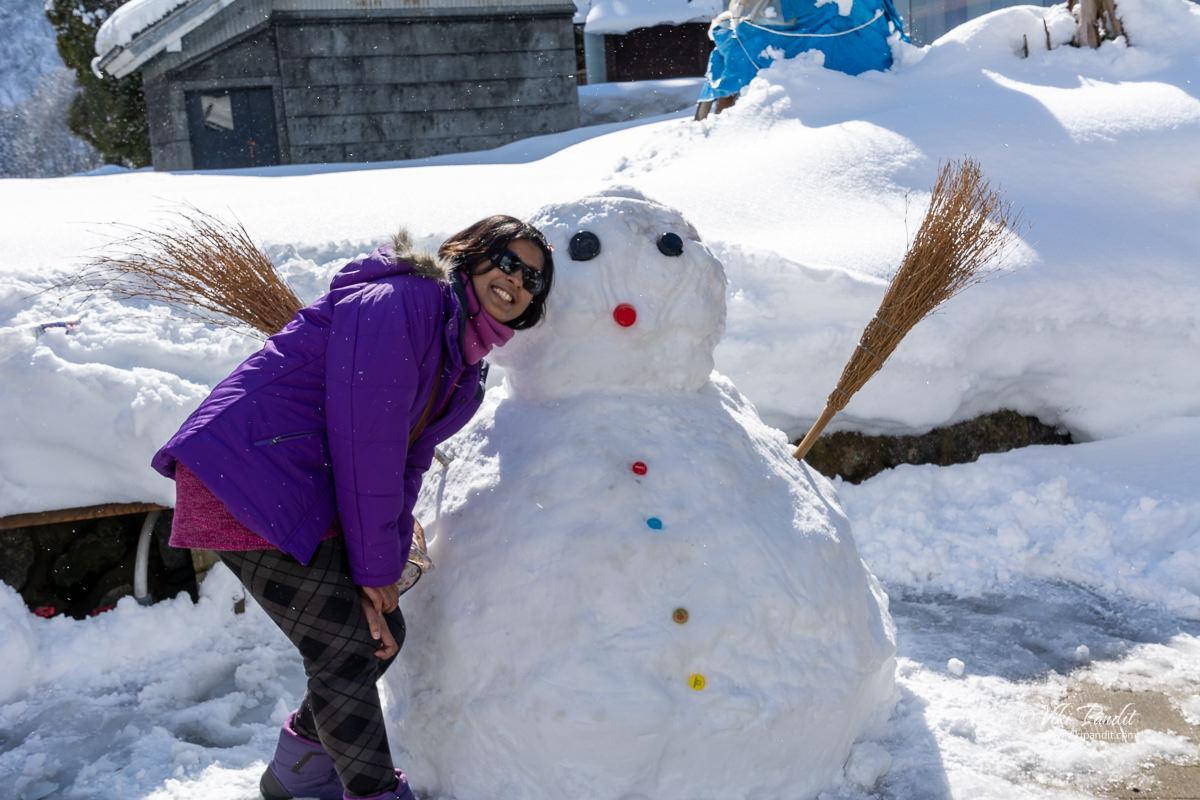Ranita with a snowman at Ainokura village