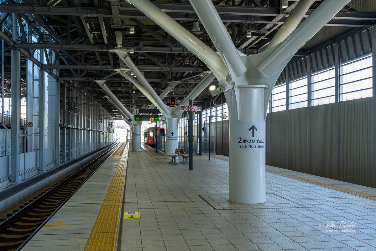 Waiting for train to Takaoka