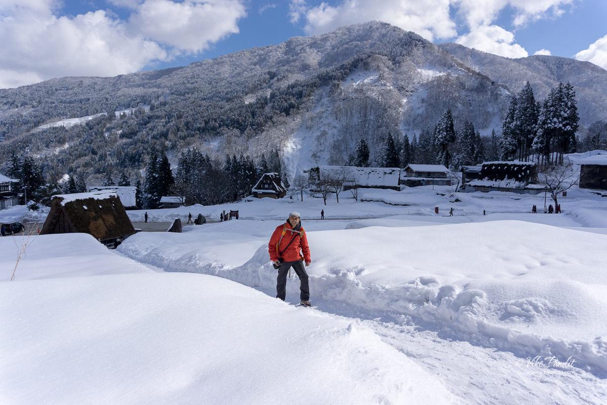 Walking in the snow in Ainokura Village