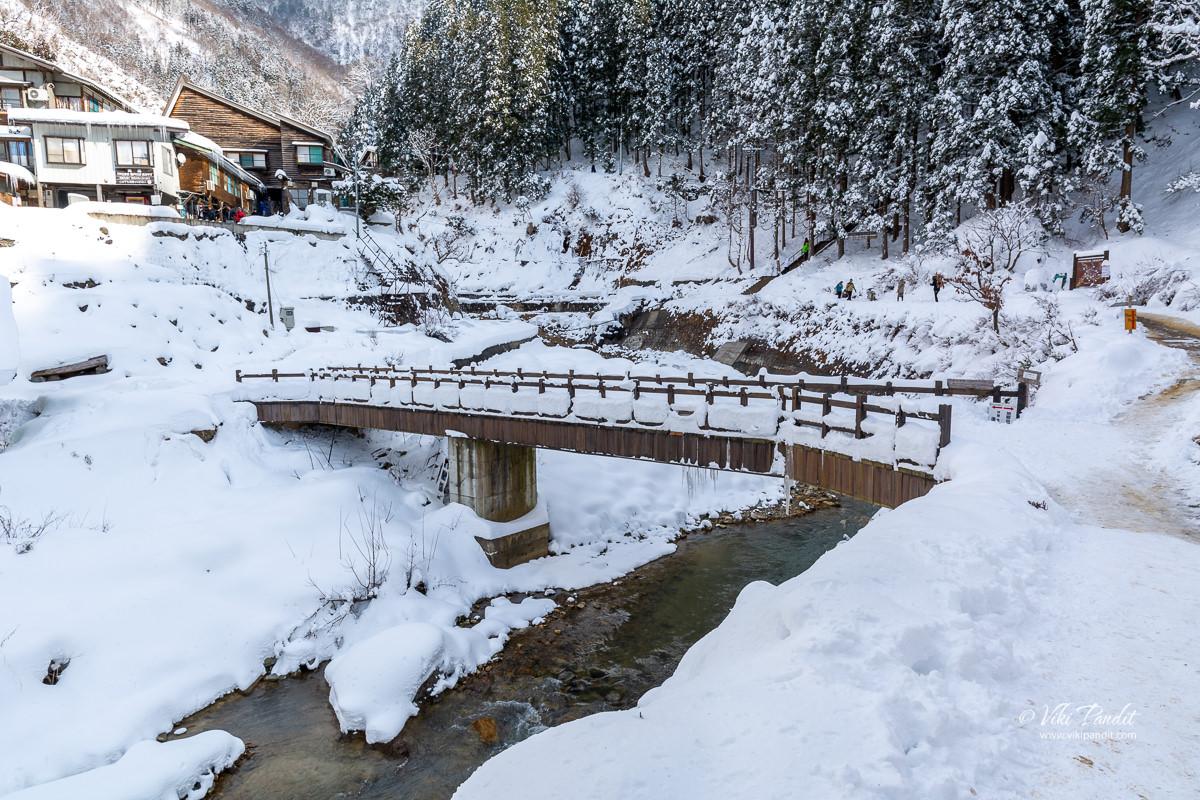 Bridge across the semi-frozen Yokoyu river