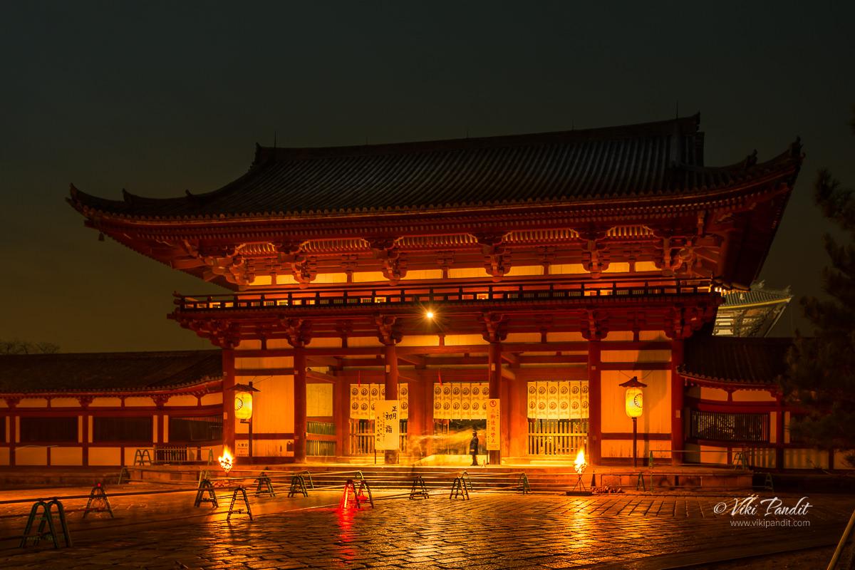 Tōdaiji Nakamon Gate at night