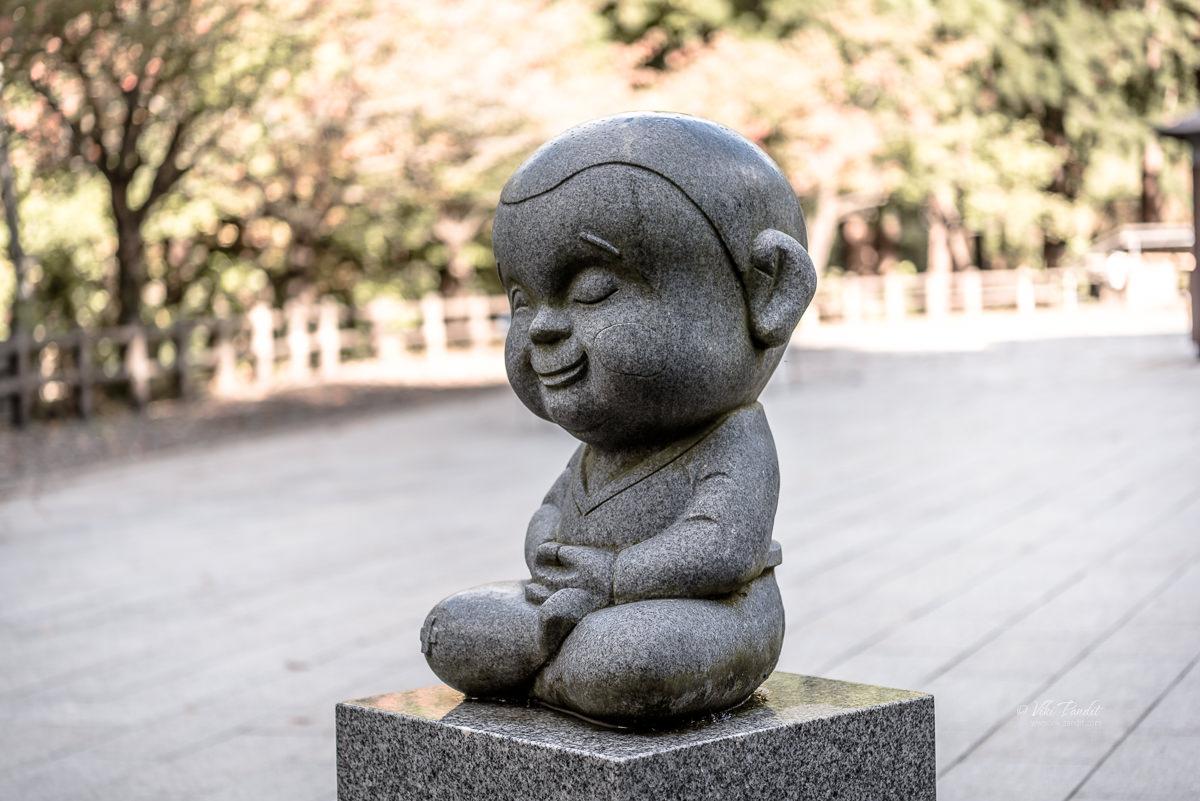 Kids statue in front of Showa Daibutsu in Aomori
