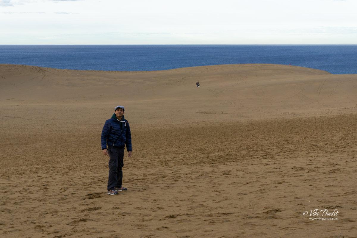 Viki at sand dunes of Tottori