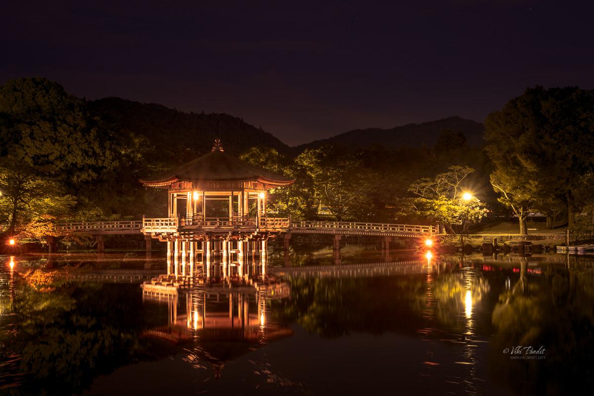 Ukimido Pavilion at night