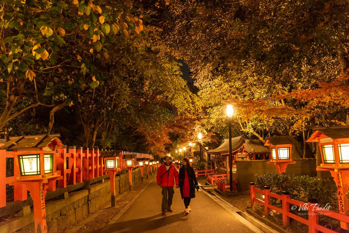 Ranita and Viki at Yasaka Shrine