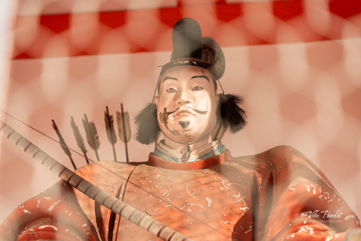Wooden statues inside entrance gate of Yasaka Shrine